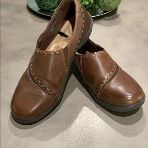 Earth Origins used brown loafers  shoes size 7M
